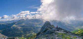 Tourist sightseeing the mountains